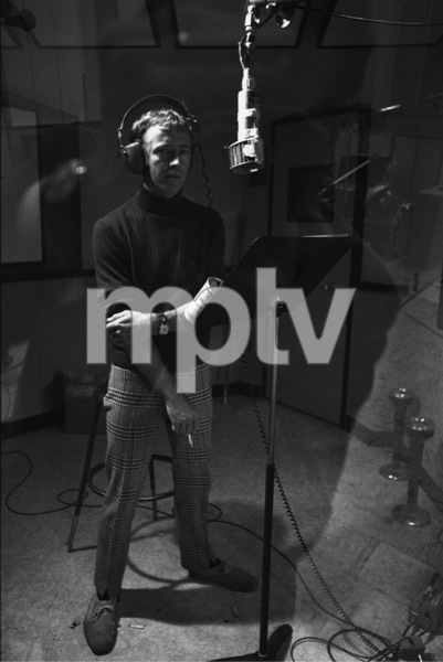 Noel Harrison at a recording session1967 © 1978 Ed Thrasher - Image 4043_0005