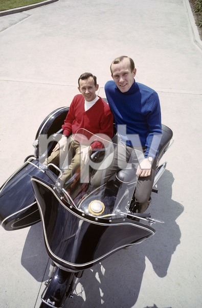 """""""The Smothers Brothers Comedy Hour""""Tom Smothers, Dick Smothers1967 © 1978 Ken Whitmore - Image 4085_0019"""