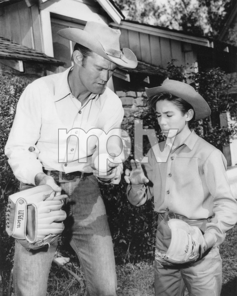 THE RIFLEMAN, Chuck Connors, Johnny Crawford, I.V, TV - Image 4265_0002