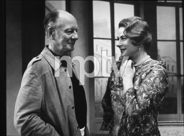 """Constant Wife""John Gielgud, Ingrid BergmanPhoto by Eric Skipsey1975 LA Civic Light OperaMPTV - Image 4490_0001"