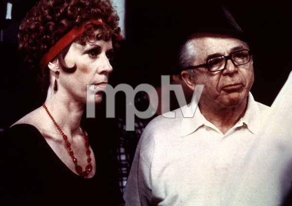 """""""Front Page, The""""Director Billy Wilder and Carol Burnett1974 UI © 1978 Bill Avery / MPTV - Image 4566_0030"""