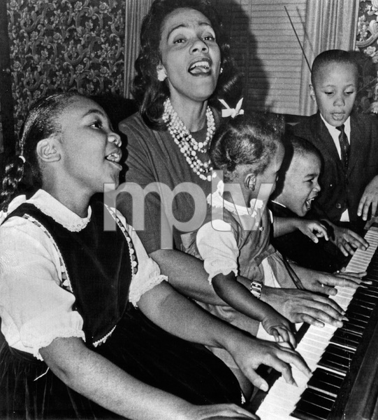 "Coretta Scott King and her children Yolanda Denise, Bernice Albertine, Dexter Scott and Martin Luther III singing ""freedom"" songs of the integration movement in their Atlanta home1964 - Image 4606_0017"