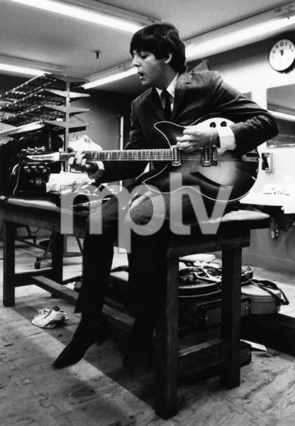 Paul McCartney rehearsing with his guitar1964 © 1978 Gunther - Image 4643_0029