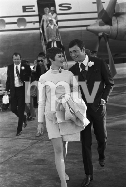 Vidal Sassoon and Beverly Adams on their wedding day1967 © 1978 Gunther - Image 4748_0012