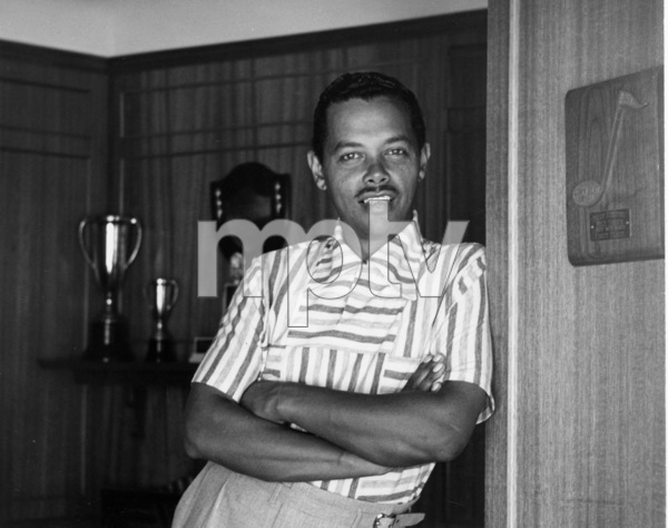 Billy Eckstine at home, 1950. © 1978 Bob Willoughby / MPTV - Image 4867_102