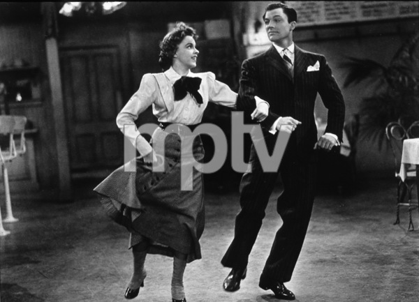 Judy Garland, Gene KellyFilm SetFor Me and My Gal (1942)0034746MGM - Image 5031_0001