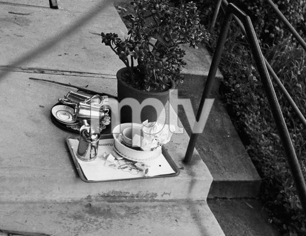 John Belushi death scene at Chateau Marmont bungalow 03-05-1982 © 1982 Gunther - Image 5087_0035