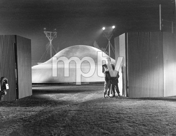 """""""THE DAY THE EARTH STOOD STILL""""  TCF, 1951, I.V. - Image 5090_0013"""