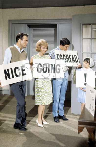 """""""The Donna Reed Show""""Carl Benz, Donna Reed, Paul Petersen, Patty Petersen1963 © 1978 Gene Trindl - Image 5094_0182"""