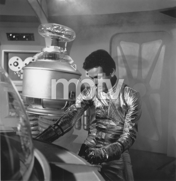 """""""Lost in Space"""" Mark Goddard & Bob May (Robot) circa 1965 © 2009 Space Productions ** I.A. - Image 5095_0117"""