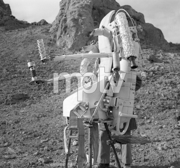 """""""Lost in Space"""" (Season 1)Jet Pack1965Photo by Gabi Rona© 2015 Legend Pictures, LLC - Image 5095_0266"""