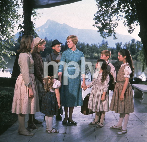 """The Sound of Music"" Julie Andrews, Charmain Carr,Nicholas Hamond, Angela Cartwright, Heather Menzies, Duane Chase, Debbie Turner, Kym Karath / 1965 20th**I.V. - Image 5370_0123"