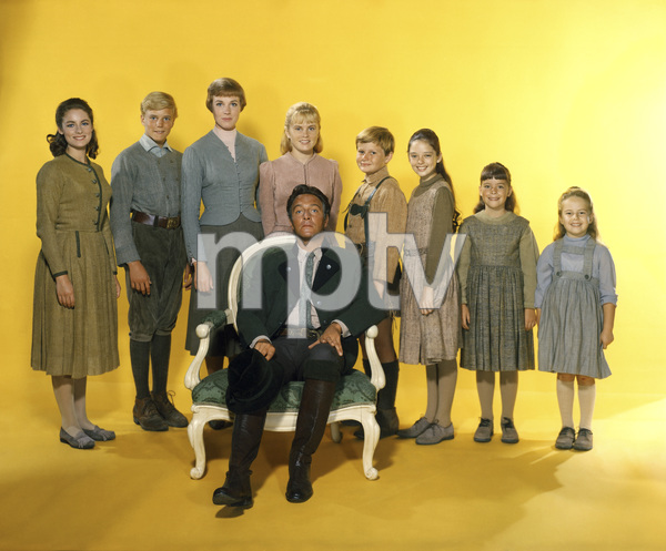 """The Sound of Music"" Charmian Carr, Nicholas Hammond, Julie Andrews, Heather Menzies, Duane Chase, Angela Cartwright, Debbie Turner, Kym Karath, Christopher Plummer 1965 20th Century Fox ** I.V. - Image 5370_0124"