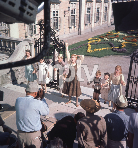 """The Sound of Music"" Julie Andrews, Charmian Carr,Nicholas Hammond, Angela Cartwright, Heather Menzies, Duane Chase, Debbie Turner, Kym Karath 1965  20th / **I.V. - Image 5370_0132"