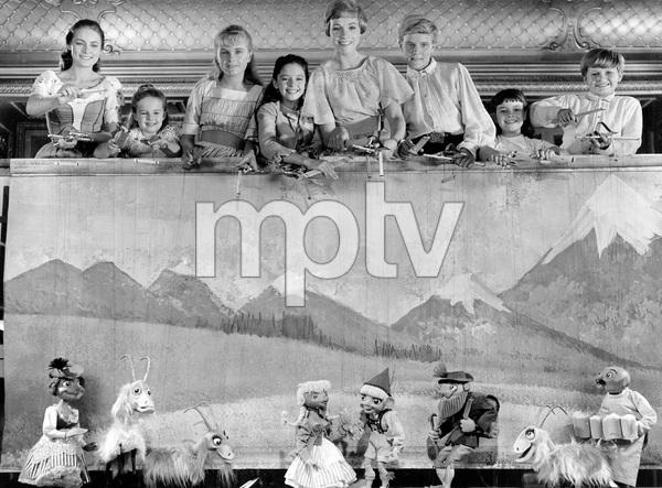 """THE SOUND OF MUSIC, TWENTIETH CENTURY FOX 1965, JULIE ANDREWS AND THE """"VON TRAPP CHILDREN"""" CAST, IV - Image 5370_0180"""