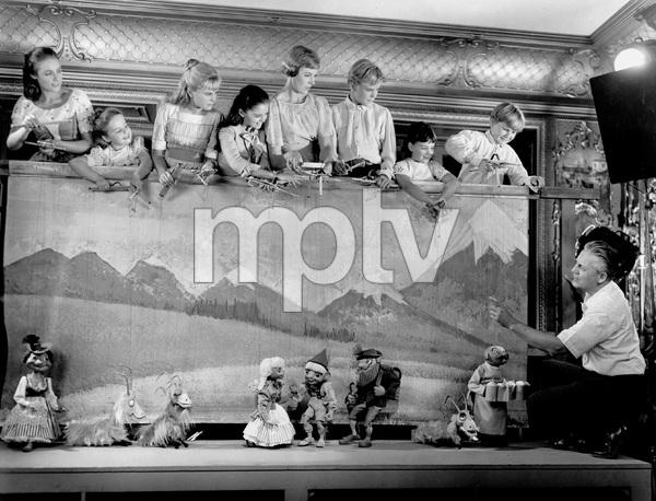 """THE SOUND OF MUSIC, TWENTIETH CENTURY FOX 1965, JULIE ANDREWS, ROBERT WISE (director) and """"VON TRAPP CHILDREN"""" cast, IV - Image 5370_0181"""