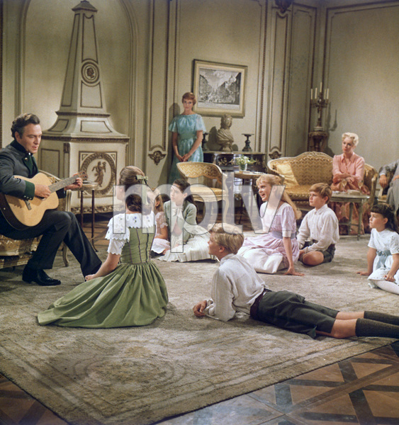 """The Sound of Music""Christopher Plummer, Julie Andrews, Charmian Carr, Nicholas Hammond, Angela Cartwright, Heather Menzies, Duane Chase, Debbie Turner1965 20th Century Fox - Image 5370_0193"