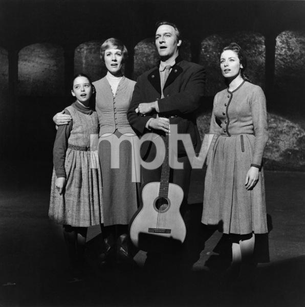 """The Sound of Music""Angela Cartwright, Julie Andrews, Christopher Plummer, Charmian Carr1965 20th Century Fox** I.V. - Image 5370_0210"