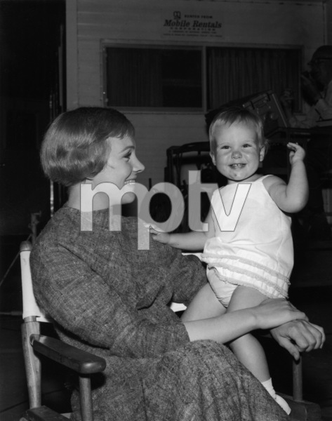 """The Sound of Music""Julie Andrews with daughter Emma Walton1965 20th Century Fox** I.V. - Image 5370_0217"