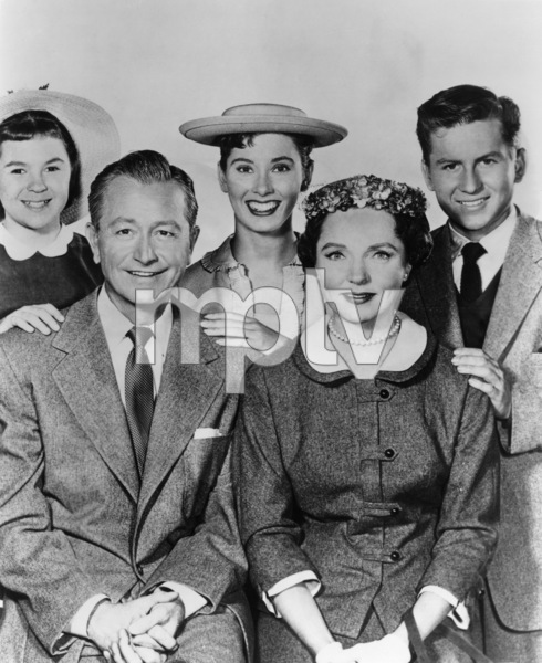 """""""Father Knows Best"""" Lauren Chapin, Jane Wyatt, Robert Young, Elinor Donahue, Billy Gray circa 1955 - Image 5420_0001"""
