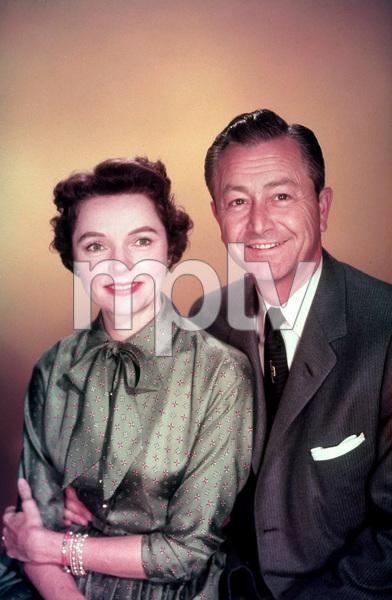 """Father Knows Best""Robert Young, Jane Wyatt1955 CBS © 1978 Gene HowardMPTV - Image 5420_0003"