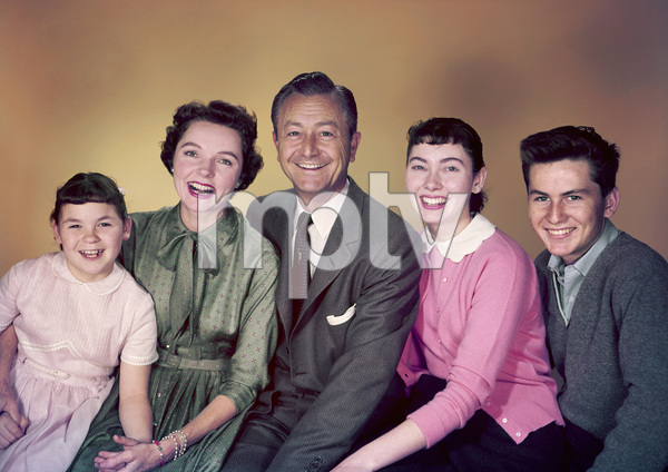 """Father Knows Best""Lauren Chapin, Jane Wyatt, Robert Young, Elinor Donahue, Billy Gray1955 © 1978 Gene Howard - Image 5420_0004"