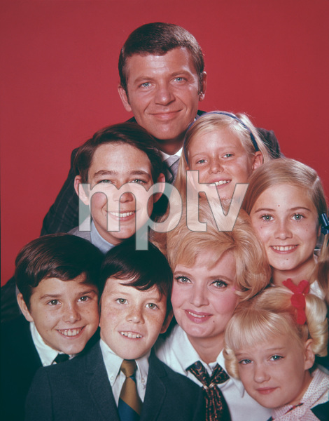 """The Brady Bunch""                                                        Christopher Knight,Barry Williams,Robert Reed,       Florence Henderson,Eve Plumb,Maureen McCormick , Mike Lockinland,Susan Olsen,Maureen McCormickCirca 1969 **I.V. - Image 5421_0078"
