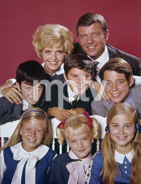 """""""The Brady Bunch""""Florence Henderson, Robert Reed, Mike Lookinland, Christopher Knight, Barry Williams, Eve Plumb, Susan Olsen, Maureen McCormickcirca 1969** I.V. - Image 5421_0079"""
