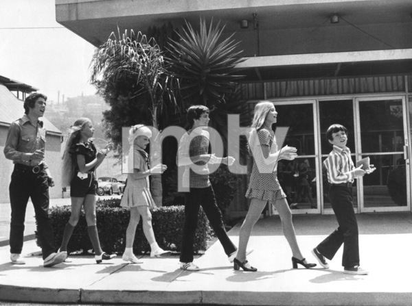 """The Brady Bunch""Maureen McCormick, Barry Williams, Eve Plumb, Susan Olsen, Mike Lookinland and Christopher Knightcirca 1972 ABC**I.V. - Image 5421_0093"