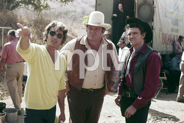 """Bonanza"" Michael Landon directing Dan Blocker and David Canary circa 1972 ** H.L. - Image 5424_0046"