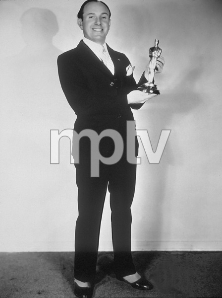 "Jack Warnerwith a special Academy Award given to Warner Brothersfor producing ""The Jazz Singer"" considered the pioneer outstanding talking picture, which revolutionized the industry / May 16, 1929MPTV  - Image 5460_0011"