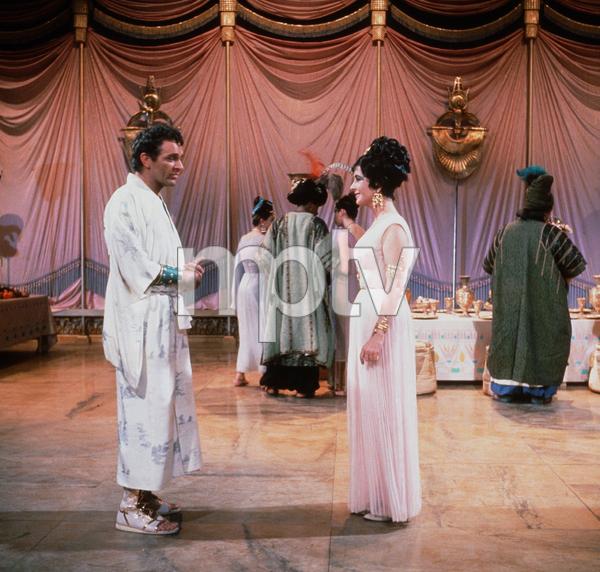 """Cleopatra""Elizabeth Taylor, Richard Burton1963 20th Century Fox © 1978 David SuttonMPTV - Image 5589_0048"