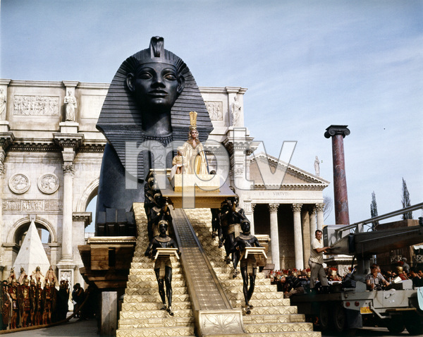 """Cleopatra""Elizabeth Taylor1963 20th Century Fox** I.V. - Image 5589_0092"