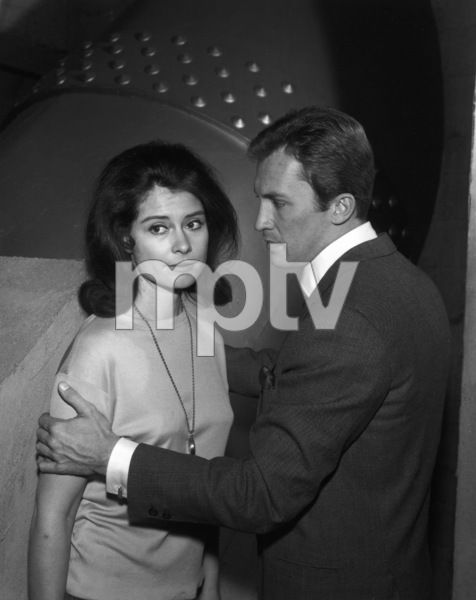 """The Invaders"" (Episode: Beachhead)Roy Thinnes, Diane Baker1967Photo by Clayton Bud Gray - Image 5635_0005"
