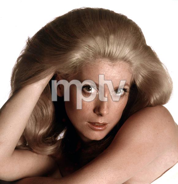 Catherine Deneuve,1971, I.V. - Image 5638_0024