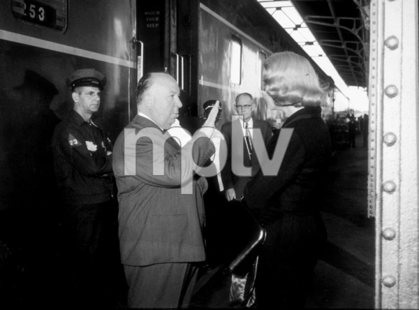 """""""North By Northwest,""""Director Alfred Hitchcock discussesscene with Eva Marie Saint.1959 MGM - Image 5667_0023"""