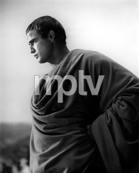 Marlon BrandoFilm SetJulius Caesar (1952)Copyright John Swope Trust / MPTV - Image 5692_0013