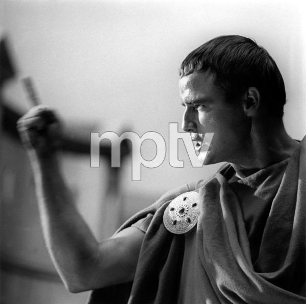 "Marlon BrandoFilm Set""Julius Caesar"" (1952)Copyright John Swope Trust / MPTV - Image 5692_0016"