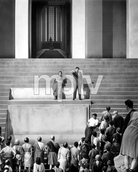 "Marlon Brando, Joseph MankiewiczFilm Set""Julius Caesar"" (1952)Copyright John Swope Trust / MPTV - Image 5692_0038"