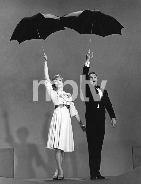 JULIE ANDREWS SHOW, Julie Andrews, Gene Kelly, 1965 - Image 5722_0191