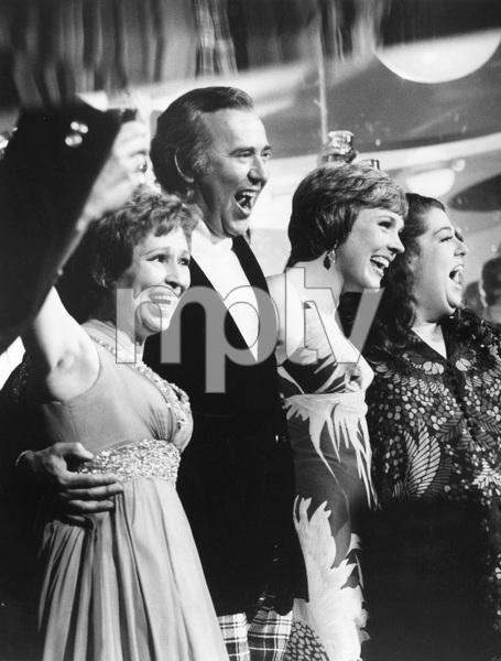 JULIE ANDREWS HOUR, Alice Ghostley, Carl Reiner, Julie Andrews, Cass Elliott, 1972 - Image 5722_0193