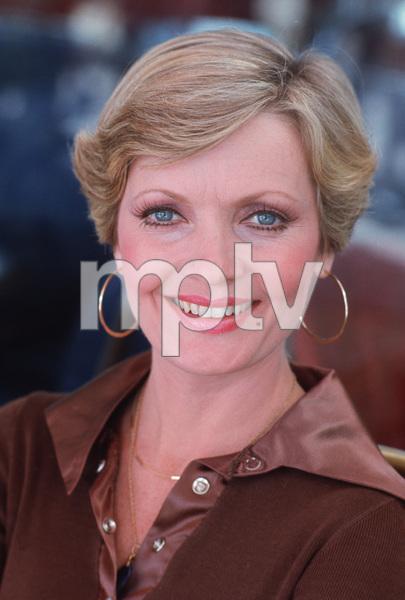 Florence Henderson1975**H.L. - Image 5927_0015