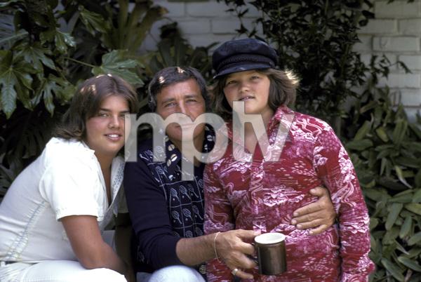 Richard Dawson with his children1975 © 1978 Gene Trindl - Image 5943_0007
