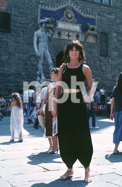 Ali MacGrawon location in Europe duringfilm production1981/**H.L. - Image 6628_0131