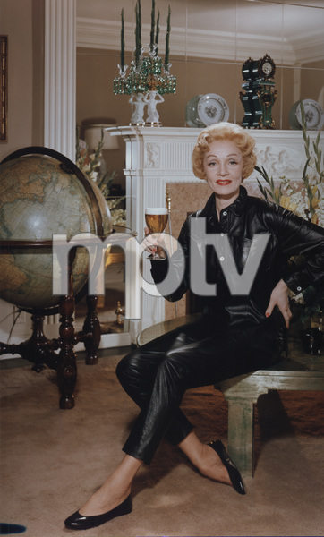 Marlene Dietrich posing for a Rheingold beer advertisement circa 1955 © 1978 Paul Hesse MPTV - Image 709_1028