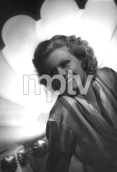 Jean Harlow with a seashell background, 1936. © 1978 Ted AllanMPTV - Image 716_44