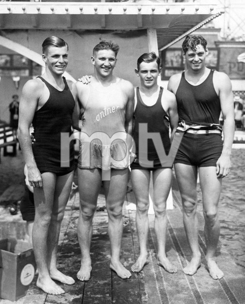 Buster Crabbe , Johnny Weissmuller, George Kojac and Ray Ruddy at final Olympics contests circa 1928 ** I.V. - Image 7548_0009