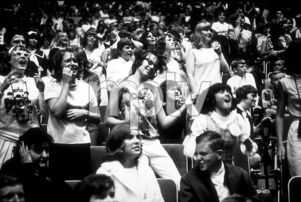 Beatles Fans enjoying the concert Beatles USA Tour, 1964 © 1978 Gunther / MPTV  - Image 7685_0163