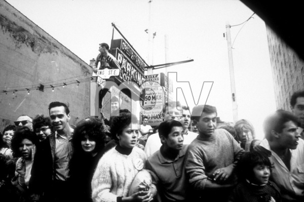 Beatles Fans gather out in the open,1964 © 1978 Gunther / MPTV - Image 7685_0165