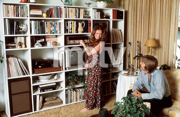 Karen Valentine and husband Mac Maclaughlinat home, October 1971. © 1978 Gene Trindl - Image 7703_0009